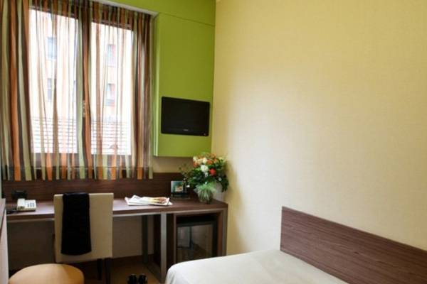 Economy single room Hotel Des Etrangers*** in MILAN