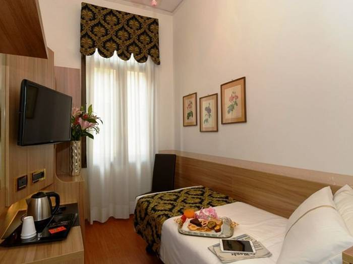 Classic single room hotel ala*** venice