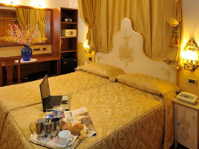 Double room hotel ala*** venice