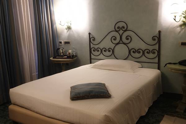 Classic room with french bed Hotel Boccaccio**** in PISA-CALCINAIA
