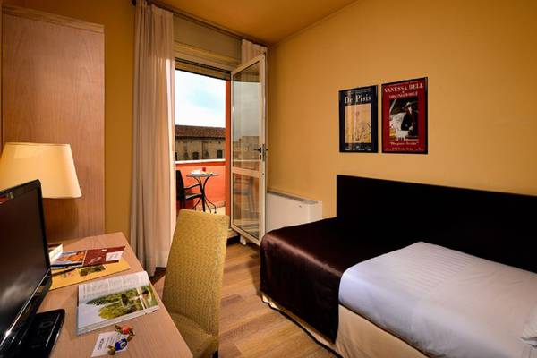 Single room Hotel Carlton*** in FERRARA