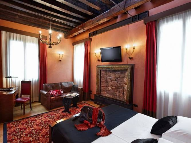 Deluxe room hotel saturnia & international**** venice