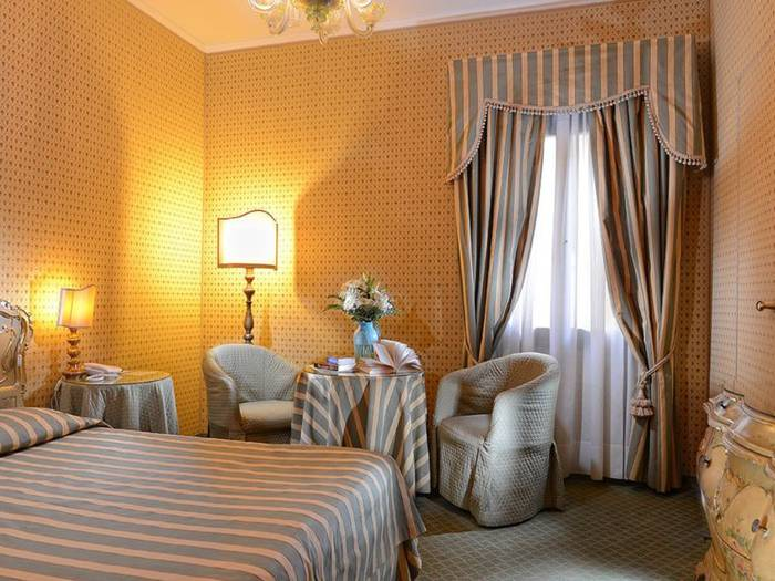 Superior double room hotel concordia**** venice