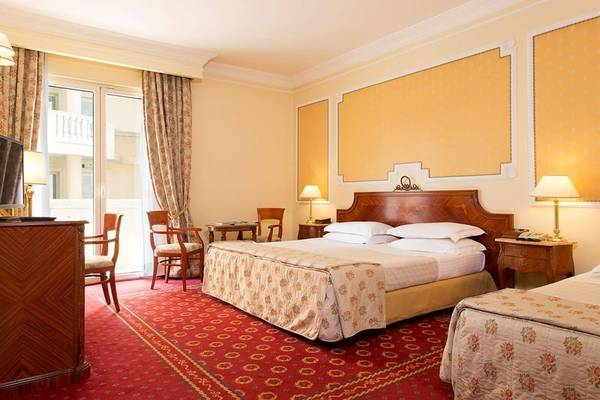 Triple room Grand Hotel Vanvitelli**** in CASERTA