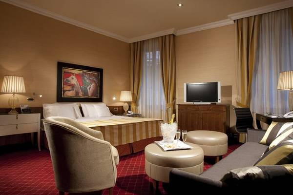 Superior double or twin beds room Hotel Accademia**** in VERONA
