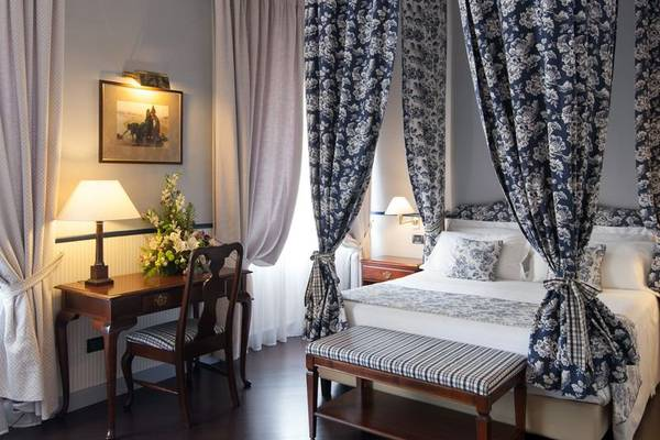 Deluxe Queen single room french bed Hotel Victoria**** in TURIN