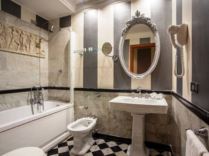 Bagno hotel royal court**** roma