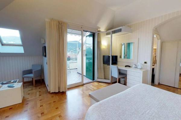 Junior Suite for 4 people Hotel Metropole & Santa Margherita**** in SANTA MARGHERITA LIGURE