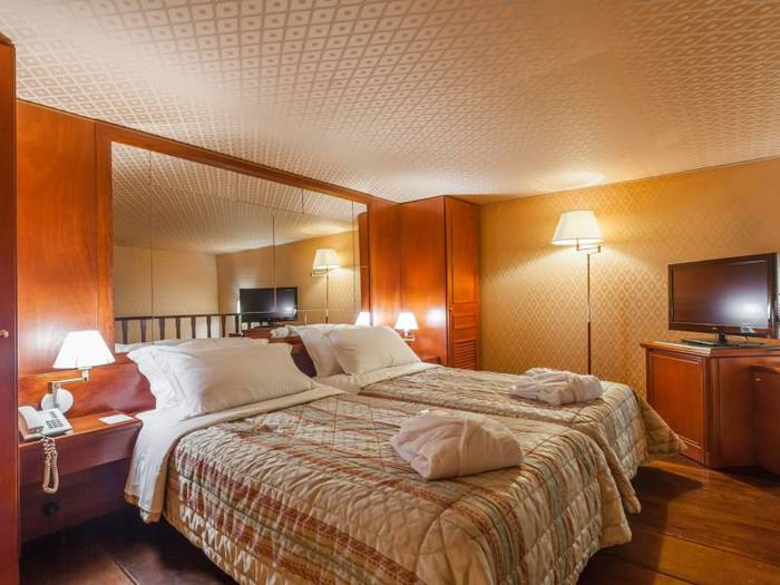 Superior double or twin room hotel galles*** rome
