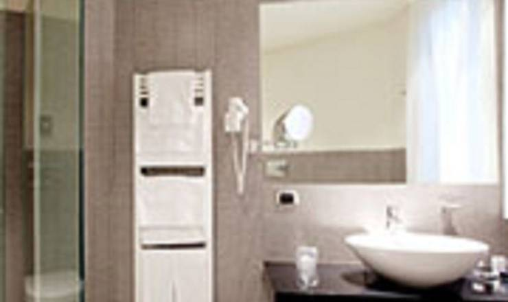 Standard double or twin room hotel ovest**** piacenza