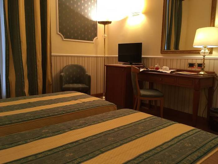 Classic double room for single use andreola central hotel**** milan