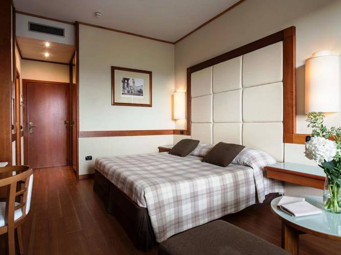 Classic double or twin room hotel londra**** florence