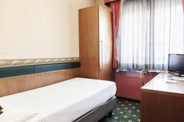 Classic single room Hotel Des Etrangers*** in MILAN