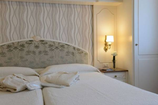 Superior twin room Hotel Metropole & Suisse Au Lac**** in COMO