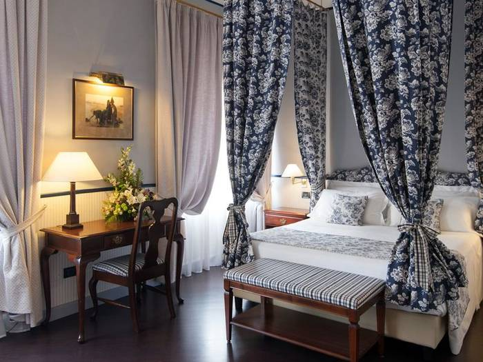 Deluxe queen single room french bed hotel victoria**** turin