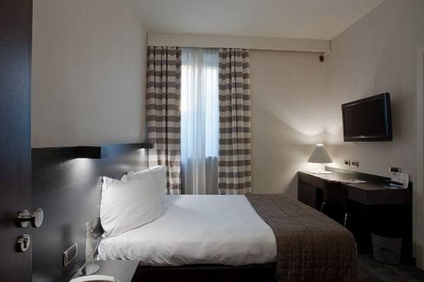 Small double for single use Hotel Ovest**** in PIACENZA