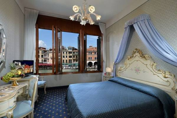 Deluxe double room with view Hotel Rialto**** in VENICE
