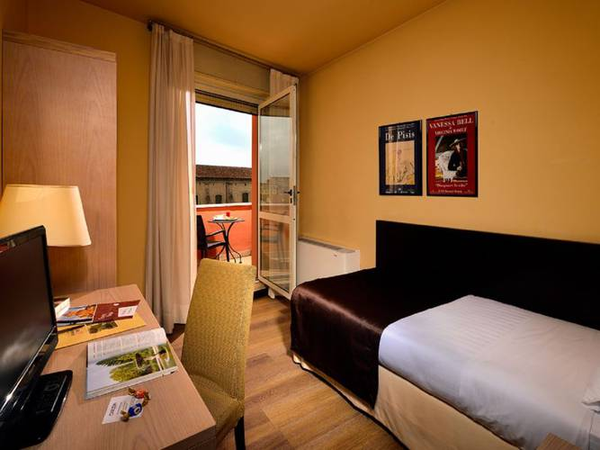 Single room hotel carlton*** ferrara