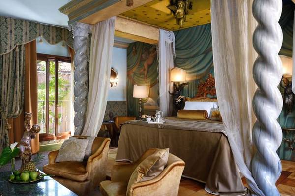 Exclusive suite canal view Hotel Metropole Venezia***** in VENICE