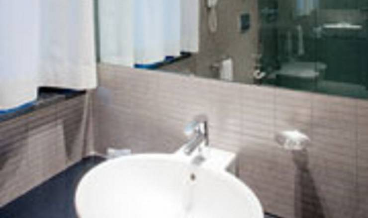 Small double for single use hotel ovest**** piacenza