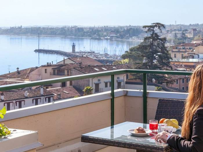 Superior quadruple room bonotto hotel & apartments*** desenzano del garda