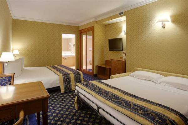 Superior triple room Hotel Ovest**** in PIACENZA